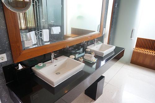 サマヤの洗面台