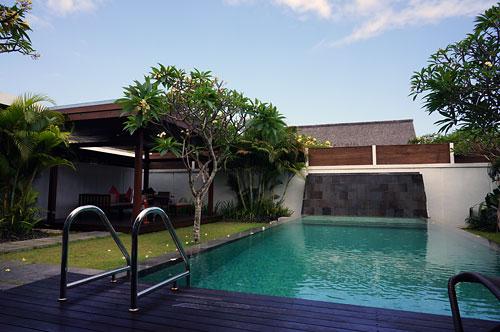 サマヤのプライベートプールと東屋